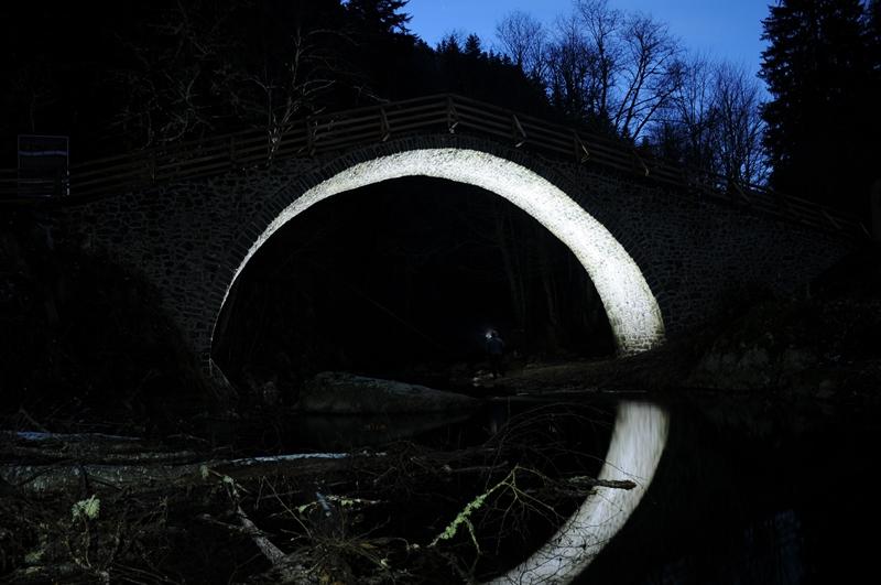 Мост Кемера през нощта